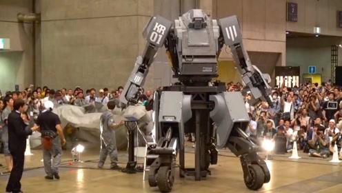 日本发明真人机动战士,微笑操控发射攻击,全程紧张操控!