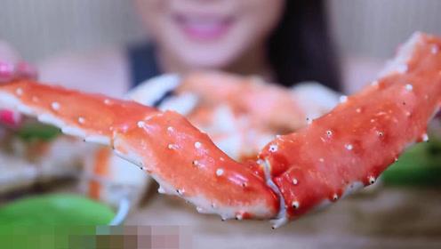 美女吃播合集,帝王蟹生蚝都是海鲜中的精品,一次吃过瘾超满足