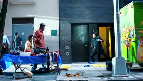 在唐仁版的唐老鸭下,成功引走一车子的男人,现在秦风出手了