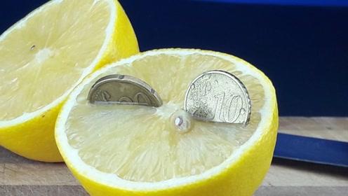 柠檬的酸性到底有多强?将硬币放进去后,这效果堪比硫酸!