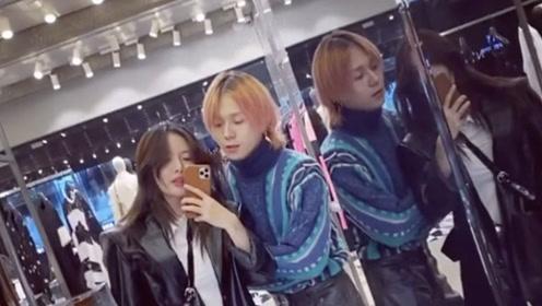 泫雅与男友金晓钟对镜拍视频 相视而笑显浓情蜜意
