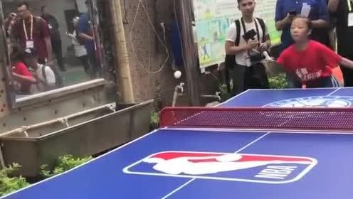 76人后卫富尔兹这乒乓球技术绝对稳