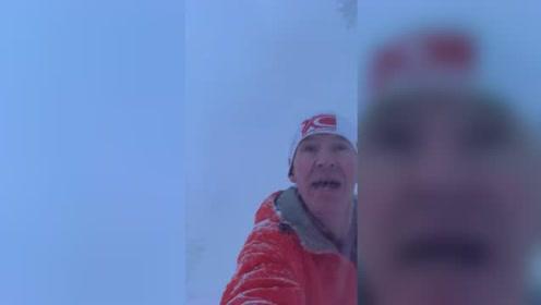 男子湖边跑步遇雪崩 淡定自拍记录逃生过程