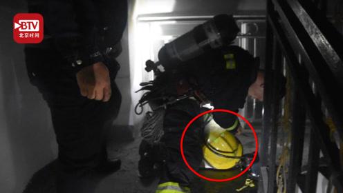 体力透支的消防员仍咬牙坚持 救出最后一人后在火场昏迷
