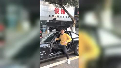 奔驰AMG SLS鸥翼门开关方式,没想到关门的时候这么尴尬!