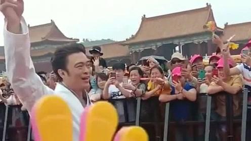 著名演员樊少皇,现场粉丝看到他非常激动,毕竟是第一次见到真人!