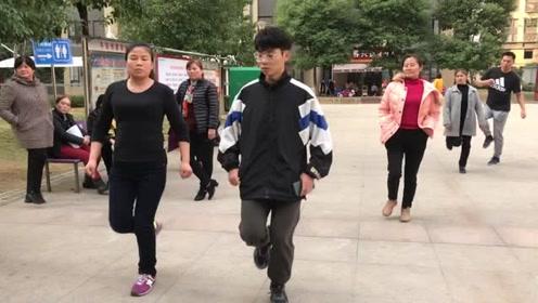 目前流行的懒人健身操,简单10步,坚持跳,快速瘦腰瘦腹瘦全身