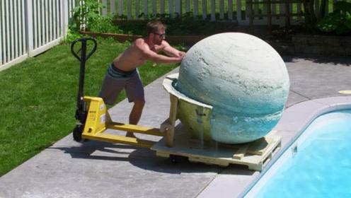 把1800斤的沐浴炸弹推进游泳池,会发生什么?网友:画面太有冲击力了