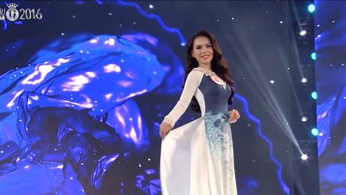 一身淡雅的纱裙,尽显模特大气不凡,吸引了全场的目光!