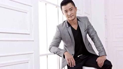 他是中国票房之王,儿时被父亲一脚踢飞7米,14岁时瘫痪60天