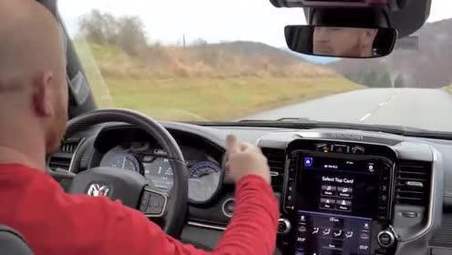 道奇Ram 1500 V8,海外道路驾驶体验