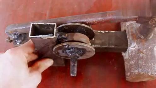 真是有才,男子发明的这个工具干起活来真是太轻松了!