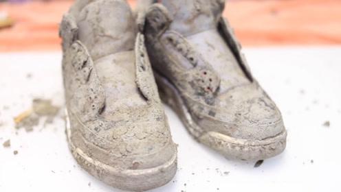 小伙捡到一双20年前的乔丹鞋,拿回家清洗干净,瞬间发现赚大了