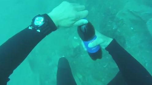 在15米水下打开可乐,会发生什么?结果你肯定想不到!