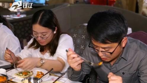 这家餐馆不仅有特色美食  还有特色的才艺