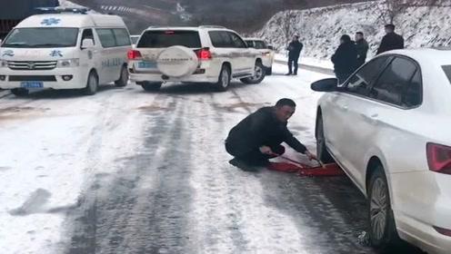 雪天路滑,就算是丰田霸道也任性不起来,尴尬啊!