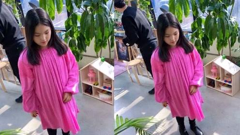 10岁王诗龄又美回来了,出去游玩自带摄影师跟,和之前判若两人