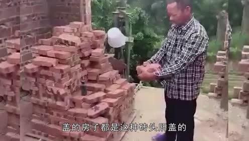 """村民盖房买来""""豆腐砖""""!""""铁砂掌""""表演专属砖!老板太黑心"""