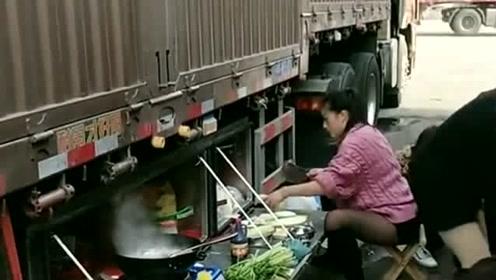 跑大车真的不容易,吃饭都要在车上度过,感觉把车都安置在了家里!