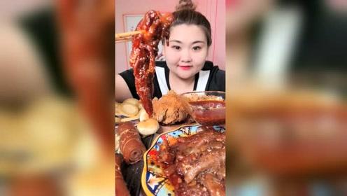 看胖姐吃牛蹄筋美食真是过瘾,太馋人了