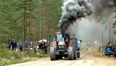 这可把拖拉机头累坏了,你看他冒的黑烟