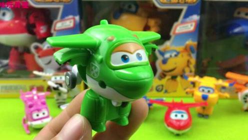 超级飞侠第三季小青变形飞机玩具拆箱