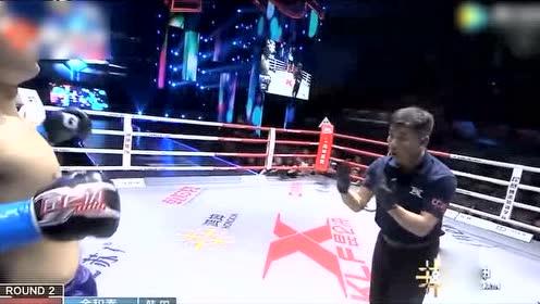 太狠!韩国拳手被中国小伙一腿KO 脸先着地重重摔在地上