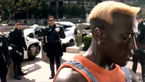 男子光天化日之下做坏事,警察来了都没用!