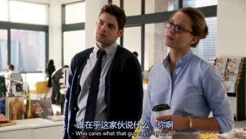 女超人用镭射眼给她上司的咖啡加热
