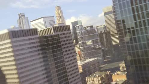 女超人飞着去上班,却发现一个不能飞行物跟踪自己