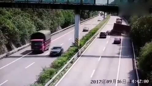保时捷撞飞货车,监控还原重庆綦江一起追尾事故