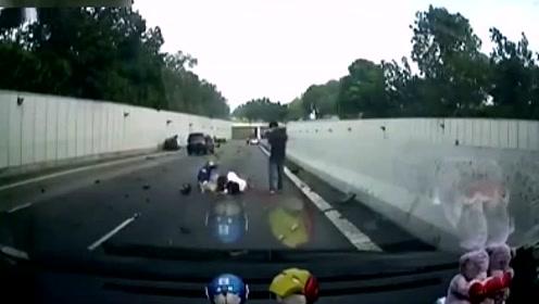 轿车超速逆向行驶,结果酿成惨烈车祸!