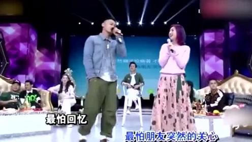 杨千嬅余文乐合唱《突然好想你》,唱着唱着两人就尬起了舞!
