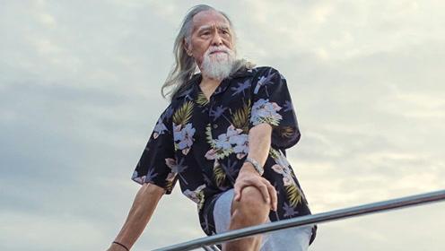81岁励志爷爷坚持拍戏健身 走秀不输专业模特