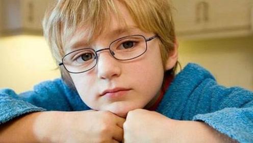沉迷于电子产品五岁儿童近视300多度,这些方法家长真该看看!