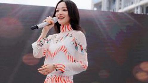 张韶涵的旅程演唱会穿得像个少女精灵一般,美出新高度!