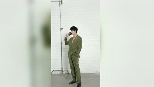 张雨剑写真曝光,时尚慵懒展绅士魅力