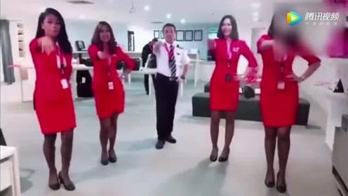 空姐机场齐跳《海草舞》太美太销魂 路人纷纷驻足观看