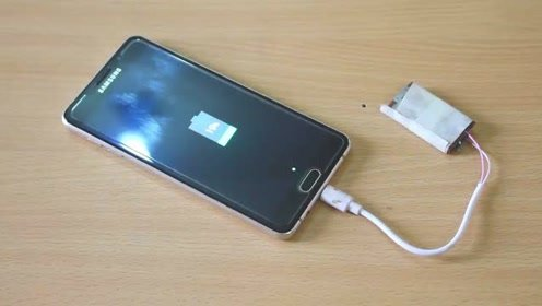 电池被牛人稍微改造一番,就变成了充电宝,太棒了