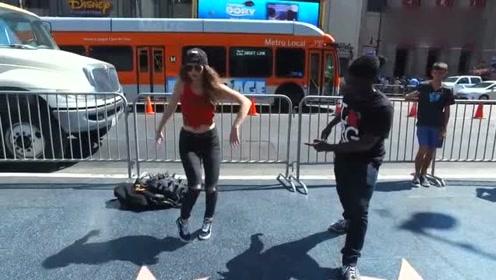 高能!最强街舞女大佬,街头惊艳机械舞,瞬间封神!