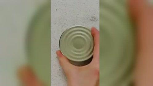 罐头弄不开,来地上划几下试试