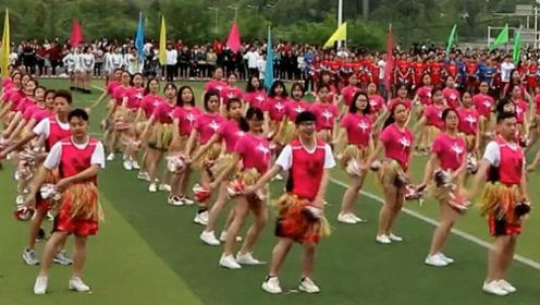 运动会全班跳《海草舞》领舞的妖娆男生火了