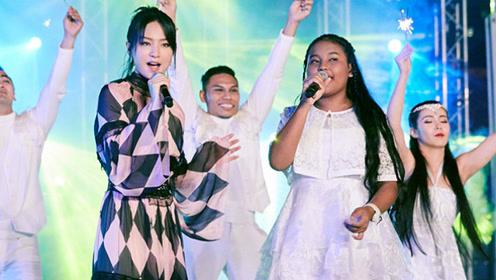 外国小女孩一首《最美的期待》太好听了, 原唱周笔畅亲自为她伴唱!