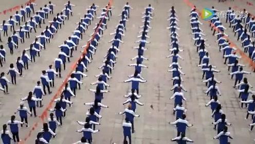 这是哪个学校的课间操?这广场舞跳得好洋气!