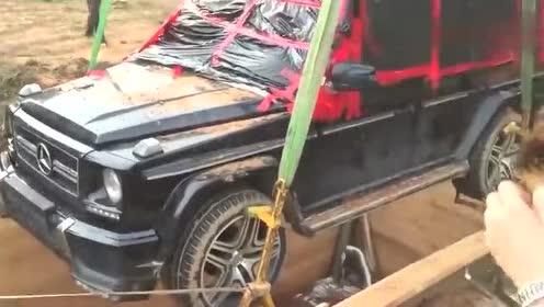 把奔驰G埋入地下,两年后挖出来后会是怎样?