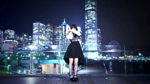 午夜的美女精灵,黑色长裙划破夜空
