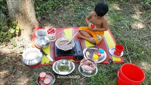 印度孩子们的野炊,一个个都非常懂事,太厉害了