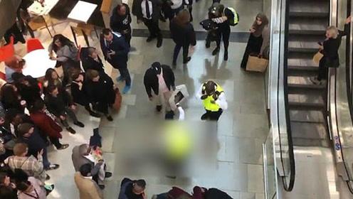 男子从购物中心顶楼坠落砸中女顾客 两人均幸存