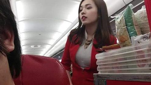 亚航华裔空姐遭乘客偷拍 美照走红网络引众议