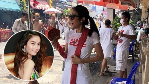 泰国变性女艺人笑着朝人群扔鞭炮遭指责 粉丝称这是传统风俗